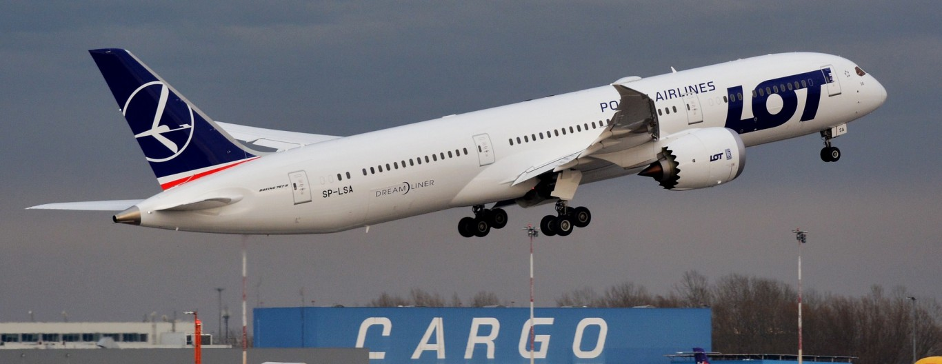 the-plane-3352696_1920